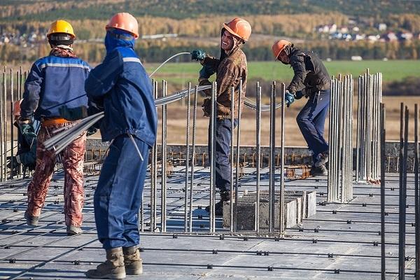 Минстрой разъяснил, кто проводит строительный контроль