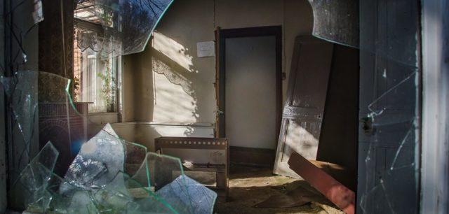 Как признать жилье аварийным: признаки, ветхое жилье, непригодное для проживания