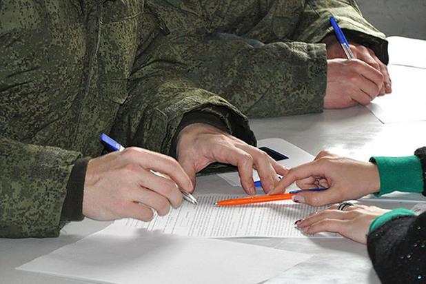 Служба в армии по контракту в 2020: зарплата, условия, срок, для женщин