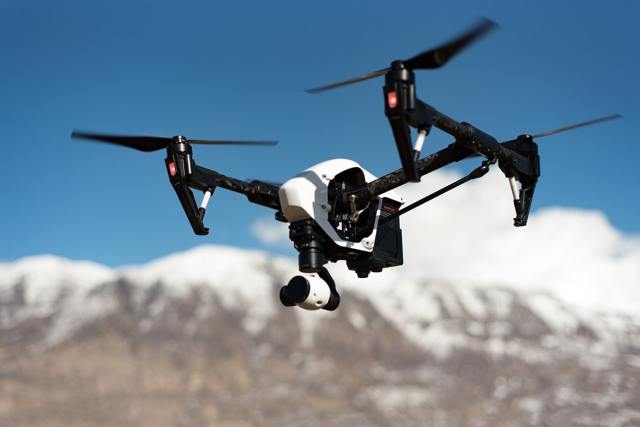 Квадрокоптеры и дроны придется зарегистрировать - приняты правила учета беспилотных летательных аппаратов