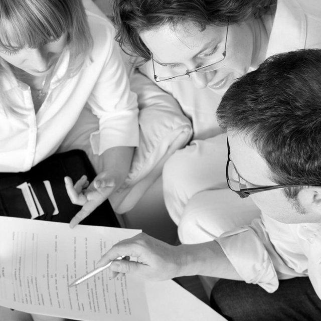 Исполнение заказчиком обязанности по оплате услуг может быть обусловлено заключением им договора
