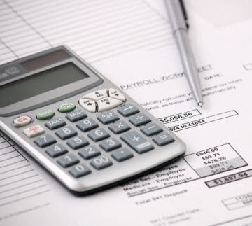 Может ли быть разной доплата за работу в выходные для разных работников?