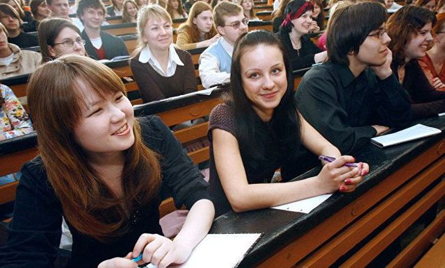 В новом учебном году иностранным студентам можно работать без разрешения на работу