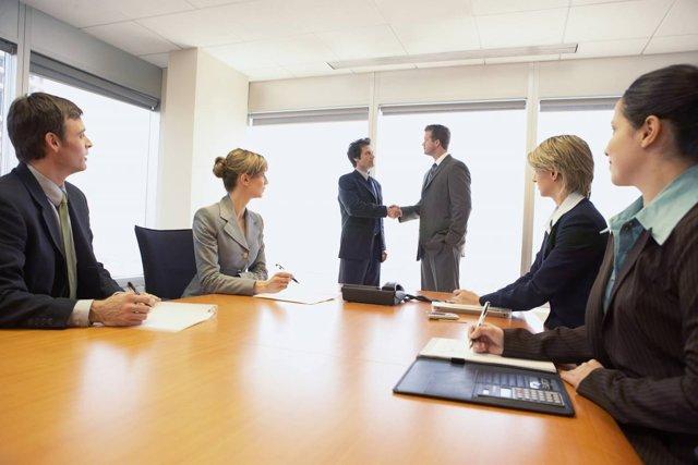 Может ли в ООО быть одновременно и генеральный директор и ИП-управляющий?